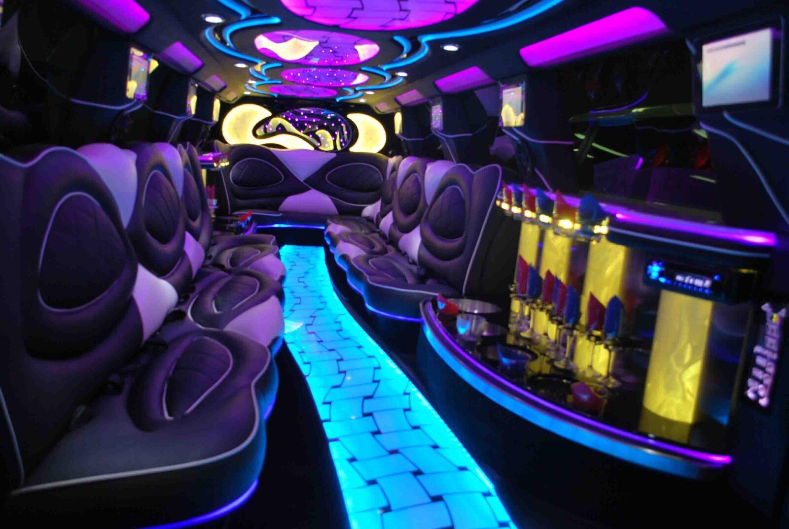 Double Axle Escalade Interior Limousine