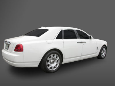 rolls-royce-ghost-back-close-door